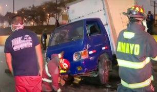 Rímac: furgoneta se despista y vuelca en  la Vía Evitamiento