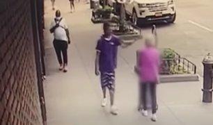 EE.UU: capturan a hombre que golpeó e hizo caer a anciana en plena calle