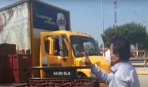 Tumbes: alcalde increpa a trabajadores que reparten cerveza en negocios