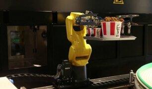 KFC de Rusia automatiza atención con brazo robótico