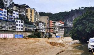 China: torrenciales lluvias dejan bajo el agua al menos 10 provincias