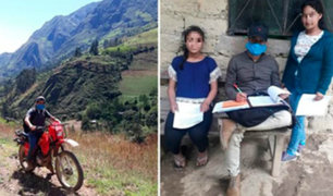 Piura: profesor alquila motocicleta para dar clases en zonas alejadas de la región
