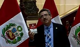 Presidente del Congreso afirma que Ejecutivo pretende confundir a los peruanos