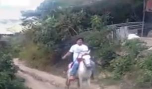 Piura: profesor cabalga por más de 2 horas para dictar clases en la comunidad de Samanga