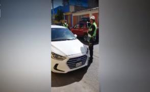 Arequipa: policía con Covid-19 es intervenido manejando su vehículo presuntamente ebrio