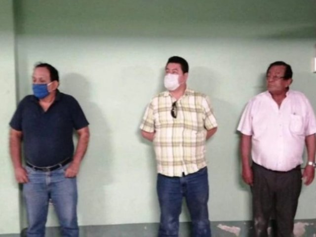 Piura: casi linchan a alcalde por beber licor en toque de queda