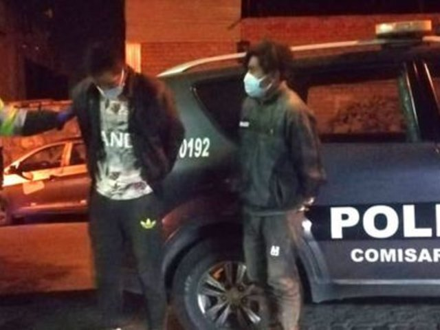 Arequipa: detienen a dos sujetos que fingieron ser pasajeros para asaltar taxi