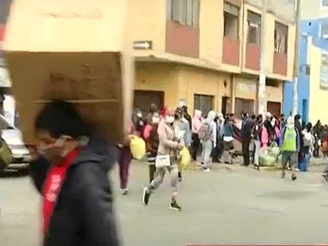 Ambulantes informales toman las calles del Centro de Lima y se resisten a la autoridad