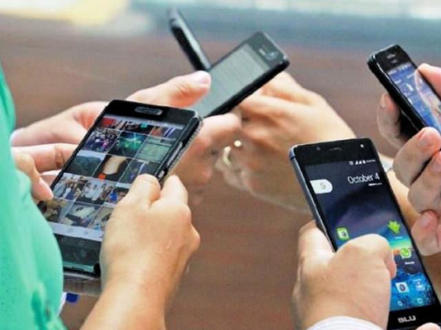Congreso aprueba moción para evitar suspensión de servicios de telefonía e internet
