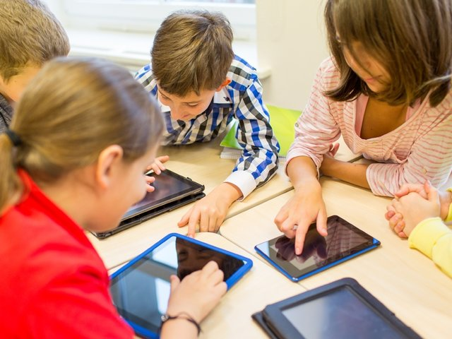 Tablets serán entregadas a los estudiantes en agosto, según Vizcarra