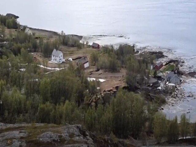 Captan impresionante deslizamiento de tierra en costa de Noruega