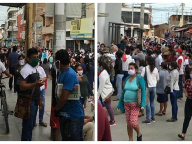 Sullana: gente se aglomera en bancos para recibir bono