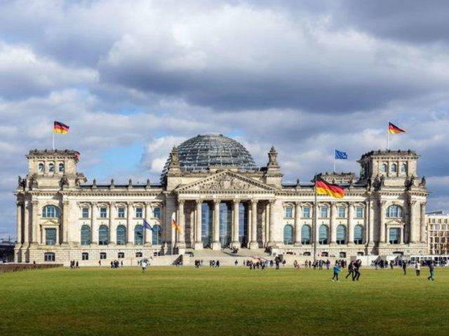 Alemania dará bono de 300 euros por hijo a familias afectadas por pandemia de la COVID-19