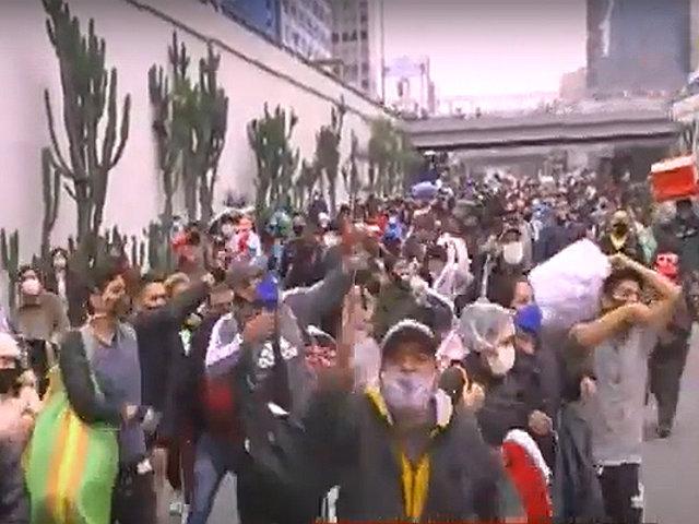 Situación empeora: miles de ambulantes se apropian de las calles del Centro de Lima