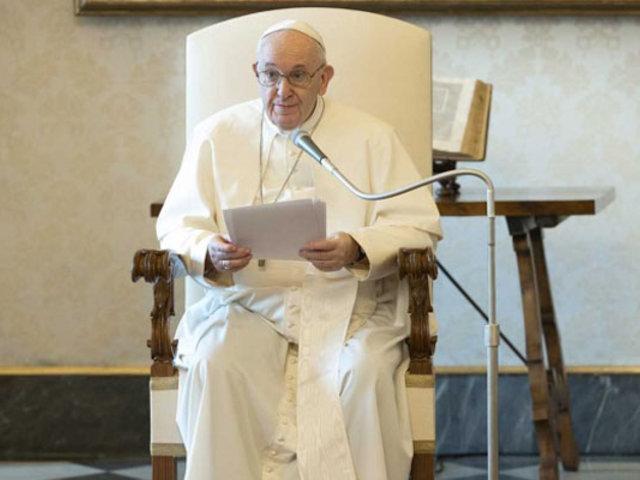 """Papa Francisco pide al mundo a """"tender la mano a los pobres"""""""
