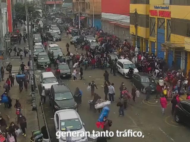 La Victoria: Mafia de comerciantes mayoristas usan camionetas para vender en caravana