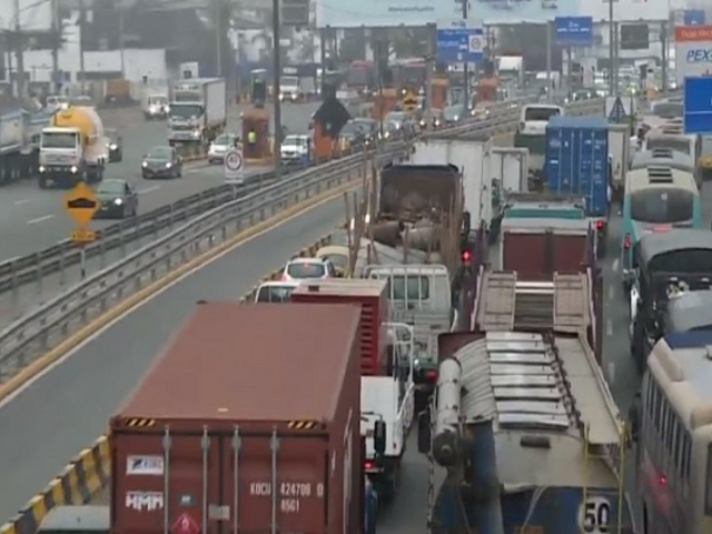 Congestionamiento vehicular tras el cobro de peaje en Vía de Evitamiento y Línea Amarilla