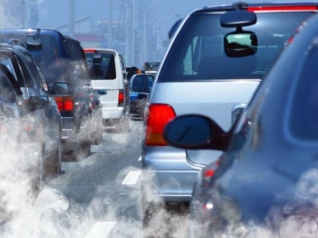Inventor peruano crea dispositivo que purifica el aire mientras vehículo está viajando