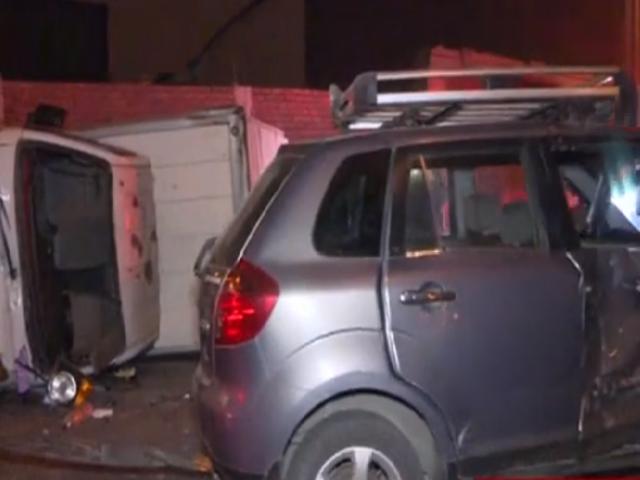 Choque de auto y una furgoneta deja un herido en el Cercado de Lima