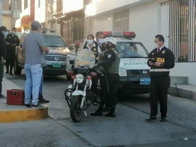 Arequipa: detienen a un grupo de hombres que bebían licor en la calle y en plena crisis sanitaria