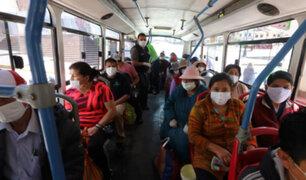 Pasajeros de buses denuncian incremento de robos de celulares al interior de las unidades