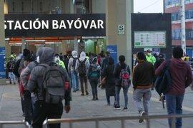 Metro de Lima: Largas colas continuaron en segundo día sin cuarentena