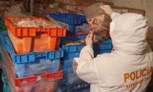 Policía halló 20 toneladas de carne y mariscos vencidos que iban a ser comercializados con fecha vigente