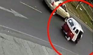 SJL: mototaxista se debate entre la vida y la muerte tras ser impactado por vehículo