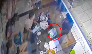 Iquitos: cajera entrega por error S/. 4,700 soles a cliente