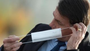 Bolsonaro será denunciado por sacarse la mascarilla frente a periodistas