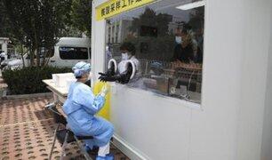 China: instalan cabinas para pruebas moleculares COVID-19 'al paso'