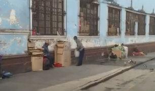 Cercado de Lima: indigentes duermen en la calle