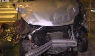 Cercado de Lima: Policía causa aparatoso choque tras cruzar luz roja