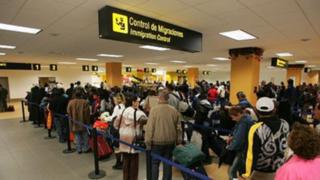 Reprogramarán viajes a usuarios que perdieron vuelos por aglomeración en aeropuerto Jorge Chávez