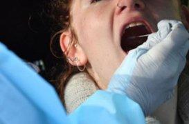 Médicos españoles detectan nuevo síntoma en pacientes con COVID-19