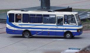 Ucrania: sujeto cargado con explosivos secuestra ómnibus de  pasajeros