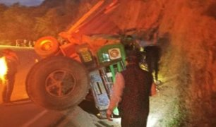 Conductor pierde la vida tras despistarse e impactar contra un cerro en Piura