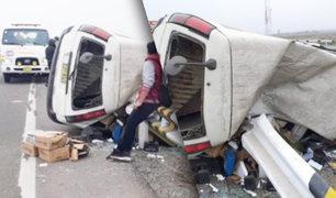 Cañete: despiste y volcadura de vehículo en la Panamericana Sur deja dos heridos