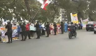 Médicos del hospital de Ate realizan protesta en el frontis del Ministerio de Salud