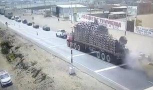 Trujillo: tráiler se despista y vuelca por aparente falla en los frenos