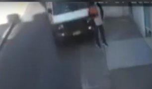 Tacna: cámara capta cuando un auto atropelló a una mujer y se fuga