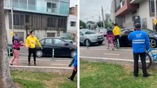 Miraflores: denuncian a peaton que escupió a ciclistas en presencia de serenos