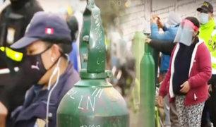 Planta móvil llega a Villa El Salvador: decenas de personas madrugan para conseguir oxígeno