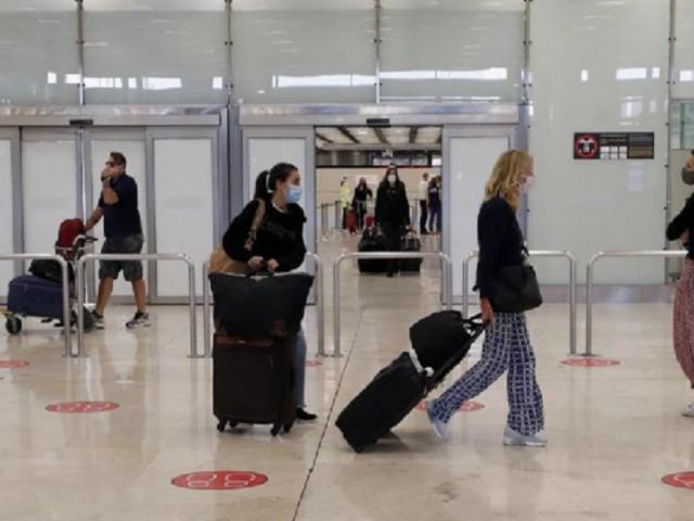 Unión Europea reabre sus fronteras para recibir a viajeros de 15 países