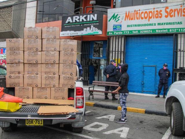 Chimbote: cierran tiendas no autorizadas que despachaban a puertas cerradas