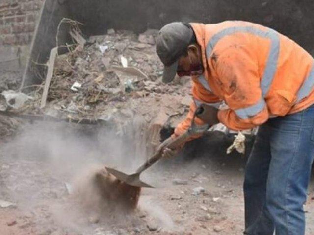 Trujillo: sancionan a triciclero con trabajo de limpieza tras arrojar desmonte en vía pública