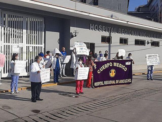 Ayacucho: médicos realizan plantón solicitando mejores condiciones laborales