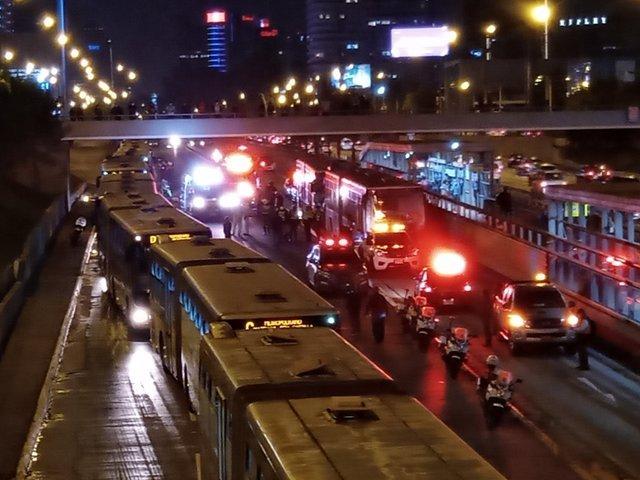 Triple choque entre buses de Metropolitano deja 25 heridos en estación Canadá