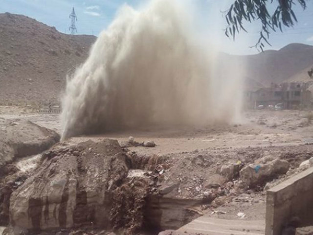 Arequipa: tubería matriz se rompe y deja sin agua a casi el 50% de la población