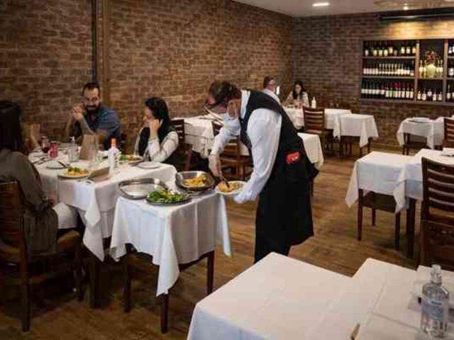 Restaurantes y bares de Sao Paulo reabrieron a pesar de ser el epicentro de la COVID-19 en Brasil